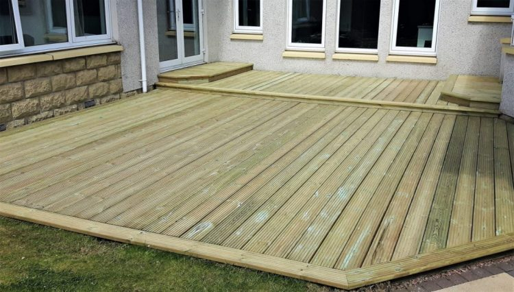 Decking, Composite Or Wood?